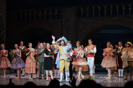 "Accompanied by wife and son, Steven Hadala takes his final bow after a performance as Gamache in ""Don Quixote."" Photo: Aimee Waeltz"