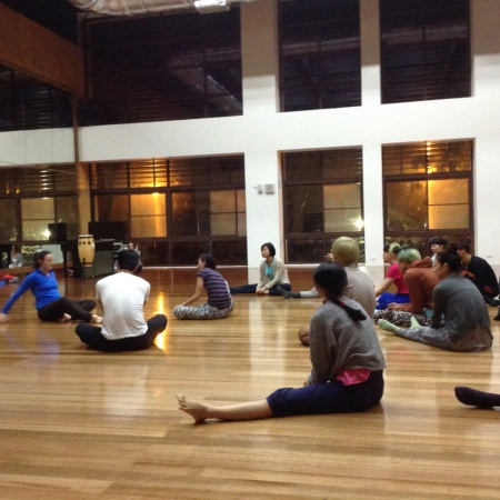 Attack Theatre's Michele de la Reza teaching a class in Taipei/
